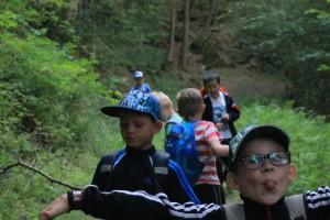Beim Geländespiel im Wald